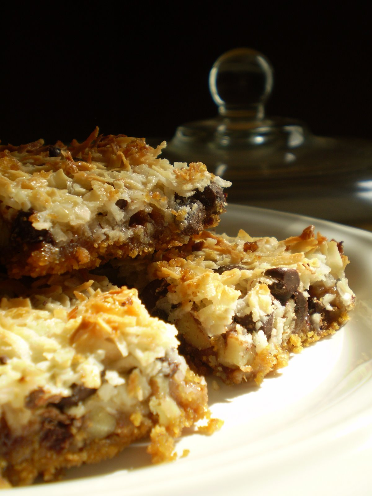 7 Layer Bars Eagle Brand http://www.thebloomingplatter.com/vegan-chocolate-desserts/vegan-eagle-brand-seven-layer-magic-cookie-bars