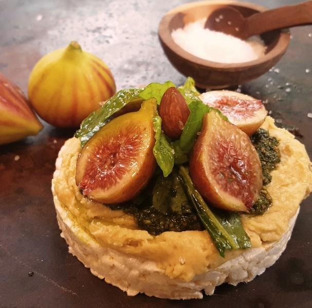 Ricecake with Hummus, Pesto, Baby Kale Salad and Fresh Figs